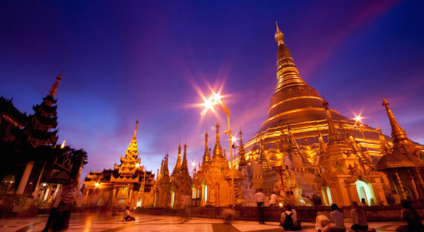 Myanmar-Yangon-Shwedagon-Pagoda-in-twilight
