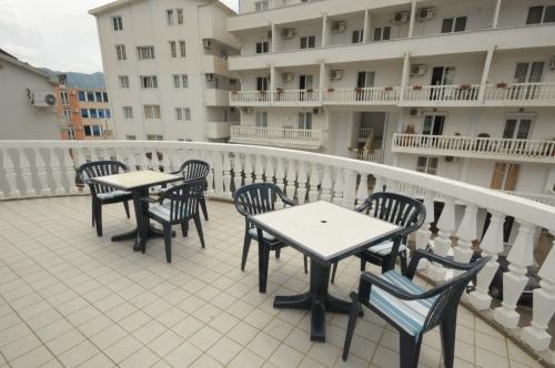 N6_terrace