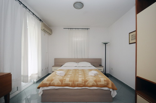 french_bed_room_201