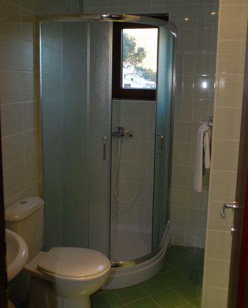 studio02_bathroom