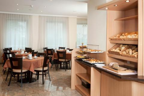 2241284-Hotel-Lucia-Vienna-Hotel-Interior-3-DEF