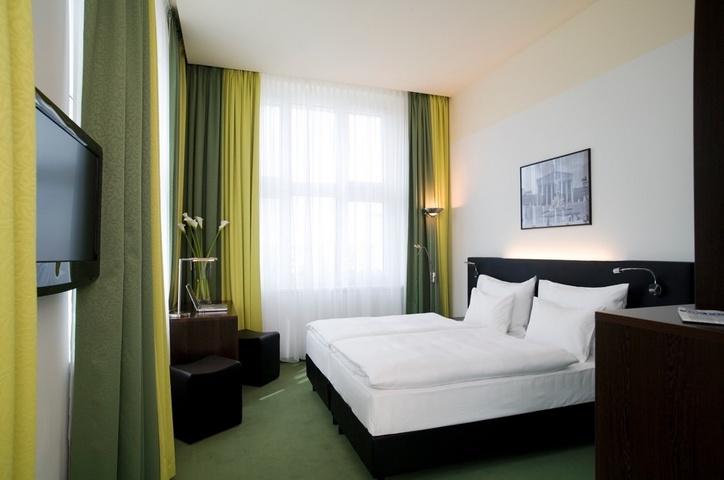 rainers_hotel_superior_room_twin_corner_1