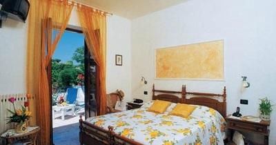 3camere-hotel-aragonese-1