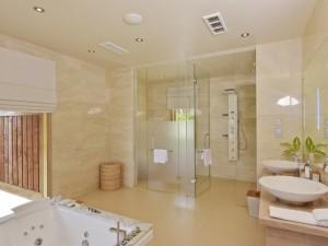 CN_suitebathroomcmri01_30_700x525_FitToBoxSmallDimension_Center