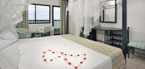 08solpuertoplaya-honeymoonroom1