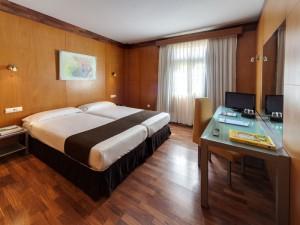 358-room-12-hotel-barcelo-santa-cruz-contemporaneo25-116723