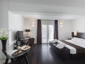 358-room-14-hotel-barcelo-santa-cruz-contemporaneo25-116725