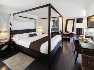 358-room-17-hotel-barcelo-santa-cruz-contemporaneo_v225-116728