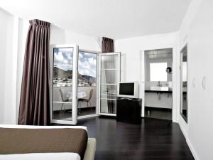 358-room-3-hotel-barcelo-santa-cruz-contemporaneo25-113744