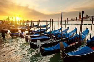 Gondolyi.-Venetsiya.