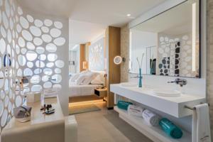 RH Corales Beach - Junior Suite with Jacuzzi - 1