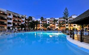 globales-tamaimo-tropical-piscina-general-noche