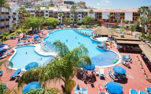 globales-tamaimo-tropical-piscina-hamacas