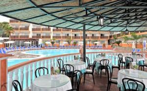 globales-tamaimo-tropical-terraza-piscina